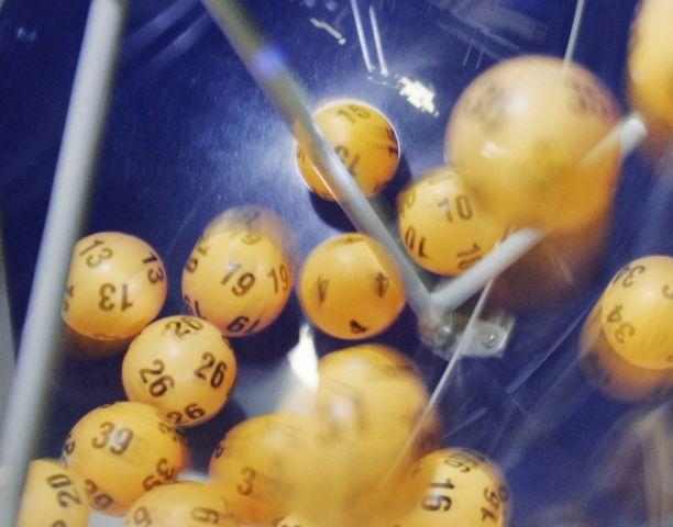 Oikeat numerot toivat Sellossa lotonneelle neljännesmiljoonan.