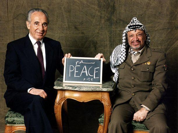 Vuonna 1993 Arafat ja Israelin pääministeri Jitzhak Rabin saivat Nobelin rauhanpalkinnon. Rauha on Lähi-idästä tosin vielä kaukana.