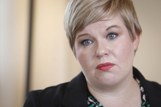 Valtiovarainministeri Annika Saarikko (kesk) on varautunut mahdolliseen tulevaan pakolaisaaltoon käymällä läpi sen vaikutukset valtion budjettiin.