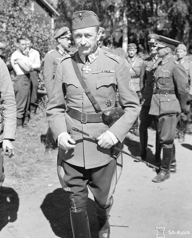 Marsalkka Mannerheim sotilasasussa on varmasti kaikille suomalaisille tuttu sotien aikainen kuva. Mannerheim Oli merkittävä yhteiskunnallinen vaikuttaja myös sotien jälkeen.
