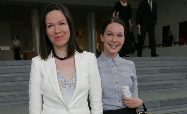 Anni ja Siiri Sinnemäki. Kuva vuodelta 2006.