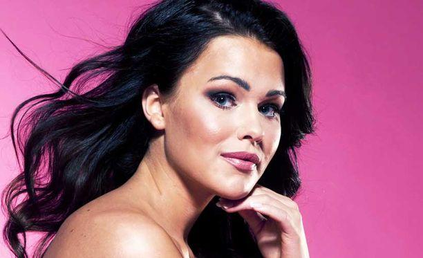 Miss Suomi 2011 Sara Sieppi kieltää kuherrelleensa ex-poikaystävänsä kanssa.