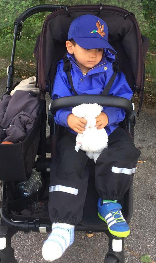 Vierailu hautausmaalla sai traagisen käänteen, kun Max-poika loukkasi jalkansa.