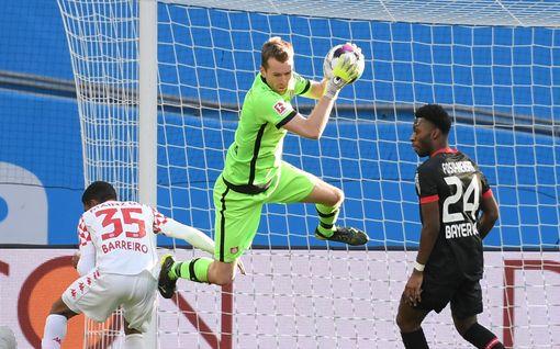 Leverkusenilla ikävä Lukas Hradeckya – viimeksi omiin ropisi uskomaton määrä maaleja