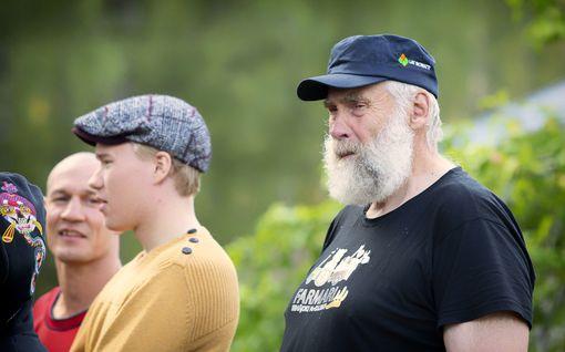 Farmi Suomi: Noora Räty pahoitti mielensä – naisia ämmitellyt Juha Mieto jyrähtää