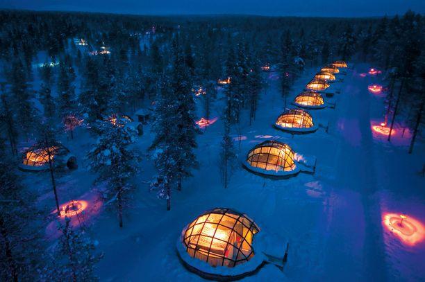 Kakslauttasen lomakylä Saariselällä tunnetaan parhaiten lasi-igluistaan.