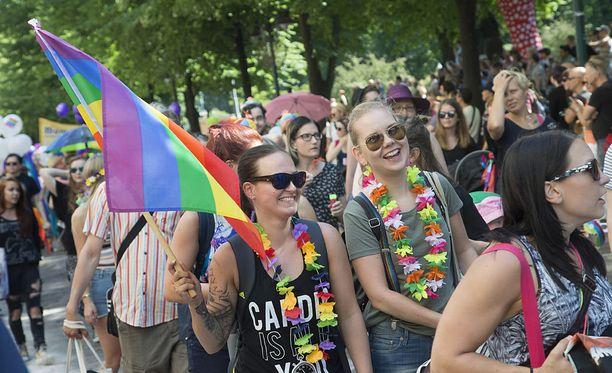 Tämän vuoden Helsinki Pride -kulkueeseen osallistuu muun muassa Poliisihallituksen, valtioneuvoston kanslian, Kelan, Terveyden ja hyvinvoinnin laitoksen ja Maahanmuuttoviraston edustajia.