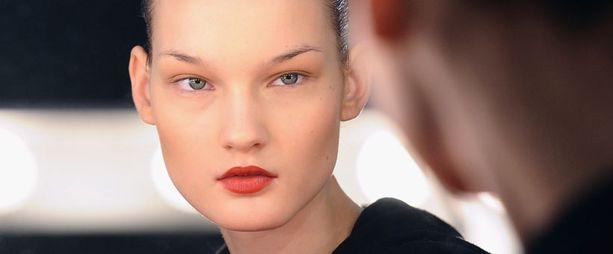 Kirsi Pyrhösen kiehtovan kauniita kasvoja on kuvailtu myös avaruusoliomaisiksi.
