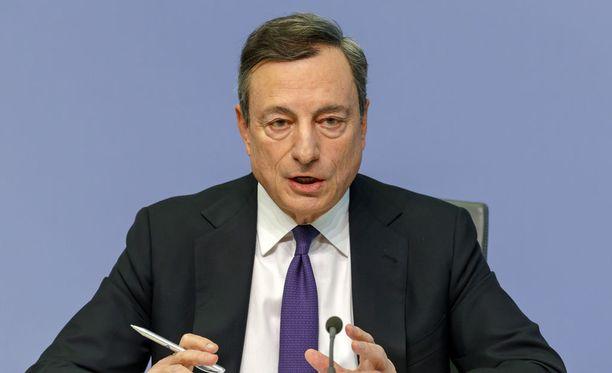 Vuonna 2011 tehtävässään aloittantu EKP:n pääjohtaja Mario Draghi saattaa juuri ja juuri ehtiä nostamaan ohjauskorkoa kahdeksanvuotiskaudellaan, mikäli EKP:n ennuste pitää paikkansa.