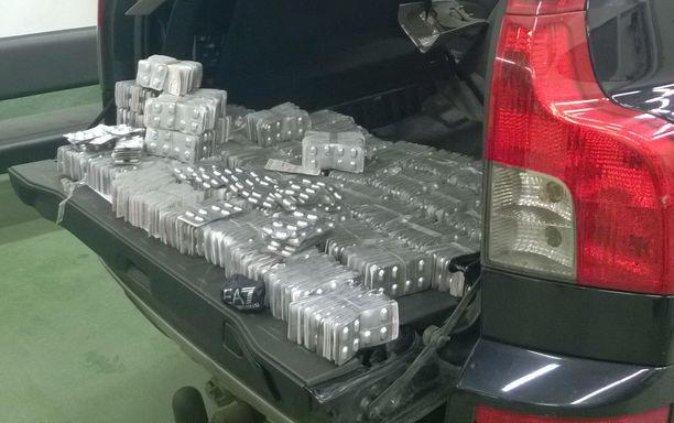 Venäläismiehen autosta takavarikoitiin yli 15 000 Subutex-tablettia.