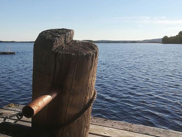 Ydinkeskustaan Pöyliöjärven rannalle nousee massiivipuuhotelli.