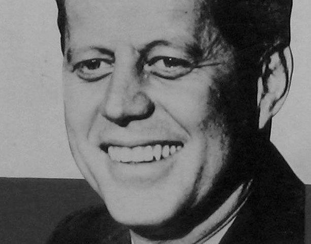 John F. Kennedy oli Yhdysvaltain presidenttinä 1961-1963. Hänet salamurhattiin Dallasissa Texasissa 22.11.1963.
