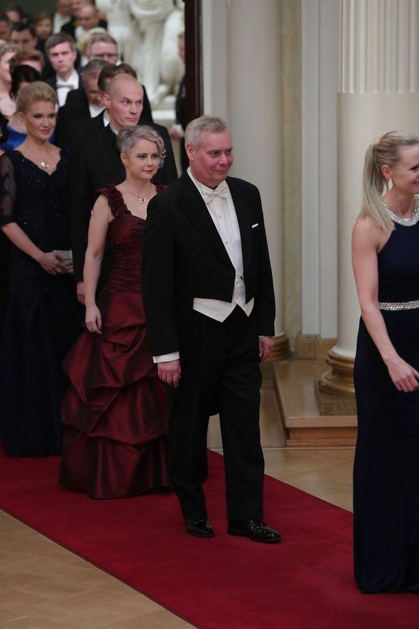 Antti Rinne saapui Linnan juhliin Heta-vaimonsa kanssa.