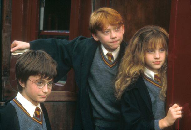 Tältä Daniel Radcliffe, Rupert Grint ja Emma Watson näyttivät ensimmäisessä elokuvassa.