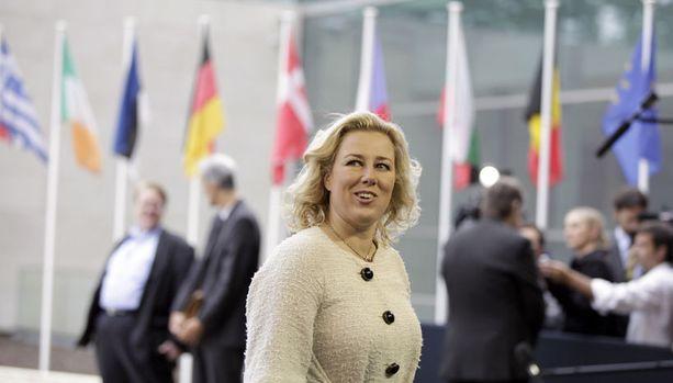 Jutta Urpilainen tapasi EU-maiden valtiovarainministereitä Luxemburgissa juhannuksena.