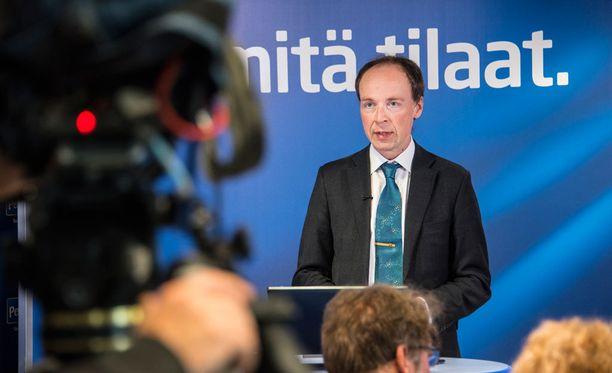 Jussi Halla-aho haastaa Timo Soinin puolueen puheenjohtajakisassa ensi kesänä.