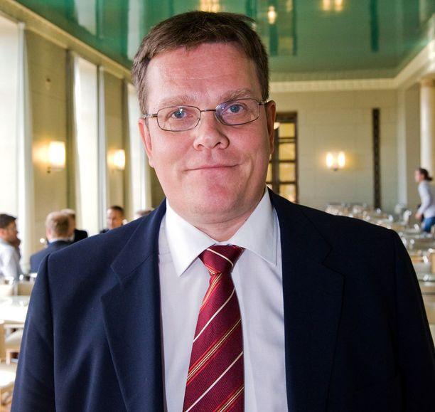 Jarmo Korhosen mukaan vuoden 2006 presidentinvaalien rahoitus oli kokoomukselle laastarilla peitelty märkivä haava, joka on pidetty onnistuneesti piilossa.