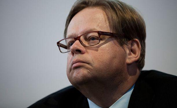 Juhana Vartiaisen loikkaaminen kokoomuksen riveihin on melkoinen poliittinen paukku, sillä Valtion taloudellisen tutkimuskeskuksen ylijohtaja on toiminut aiemmin muun muassa SDP:n talouspoliittisen työryhmän jäsenenä.