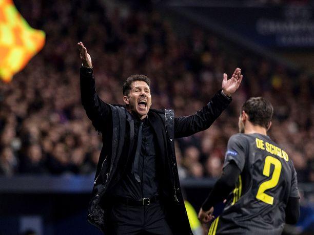 Diego Simeone elää joukkueensa otteluissa tunteella mukana.