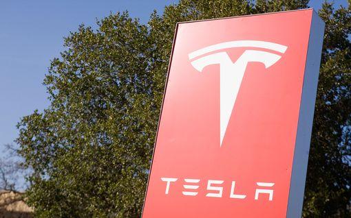 Venäläisturisti esitti Tesla-työntekijälle tarjouksen: saat miljoonan, jos asennat haittaohjelman
