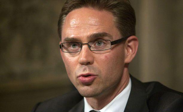Valtiovarainministeri Jyrki Katainen on oikealla asialla vaatiessaan hallintoneuvostojen lopettamista Neste Oilissa ja Fortumissa.