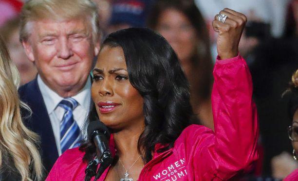Omarosa Manigault Newman puhumassa Trumpia kannattavien naisten kampanjatilaisuudessa lokakuussa 2016.
