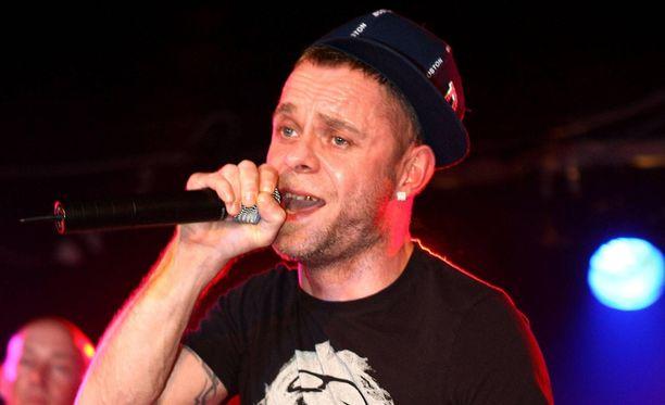 Brian Harvey tuli julkisuuteen 90-luvulla menestyneen East 17 -yhtyeen laulajana.