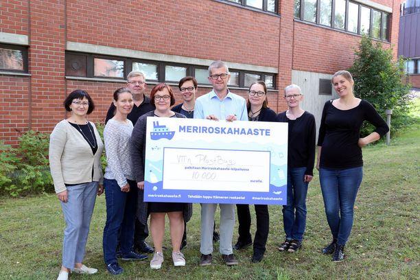 VTT:n PlastBug-tiimi tuli toiselle sijalle Suomen ympäristökeskuksen järjestämässä Meriroskahaaste-ideakilpailussa 25.8.2018.