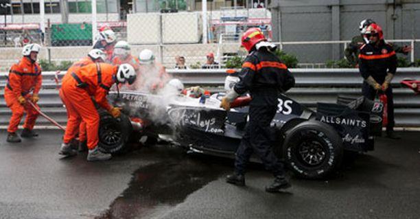 Nicon BMW vaurioitui pahasti kolarissa.