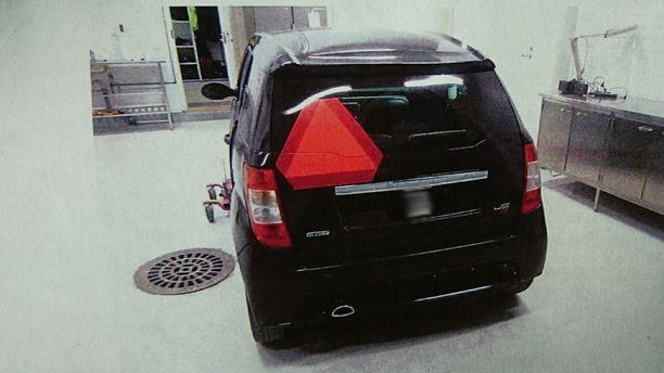 Ryöstetty mopoauto otettiin poliisissa tekniseen rikostutkinaan.