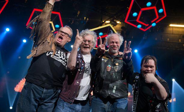 Pertti Kurikan nimipäivät oli kilvassa suuri ennakkosuosikki. Yhtye pääsi jatkoon kappaleella Aina mun pitää.