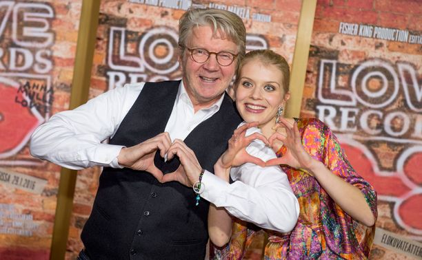 Pirkka-Pekka Petelius näyttelee Topi Kärkeä, Alina Tomnikov miesten päät sekoittavaa laulaja-Annaa.