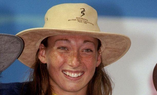 Amy van Dyken hymyili vuonna 1996 olympiavoittajana.