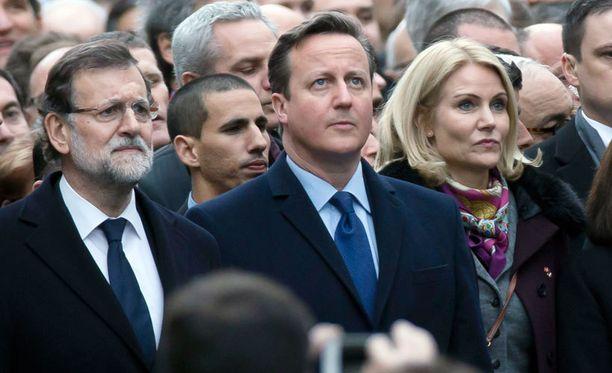 David Cameron valtiojohtajien marssilla Pariisissa.
