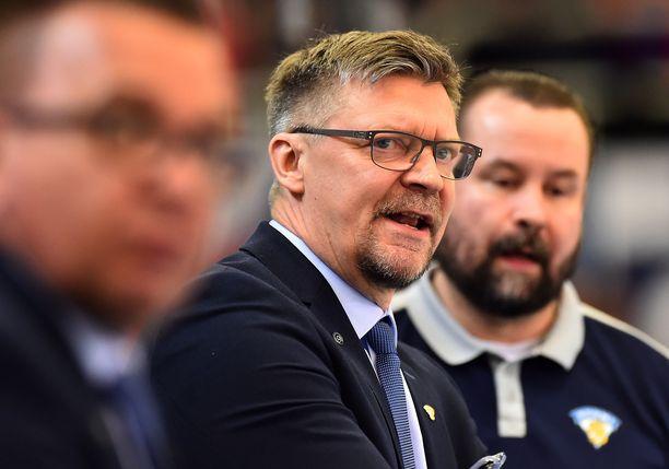 Jukka Jalonen otti kantaa Leijonien leirityslinjauksiin.