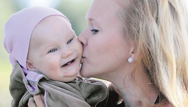 – Imetys ja äidinrakkaus eivät kulje käsi kädessä. Lapsi on äidille suunnattoman rakas, vaikka imetys ei onnistuisikaan, kahdeksankuukautisen Iitan äiti Kati Itkonen