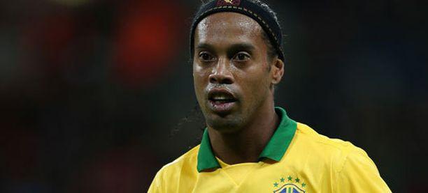 Ronaldinho mainostaa uutta kondomimerkkiä.