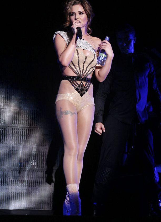 Cheryl Cole ei kainostele lavalla.