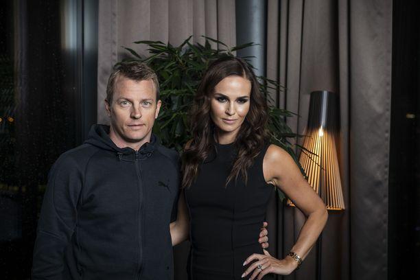 Kimi ja Minttu Räikkönen ovat olleet yhdessä vuosia.
