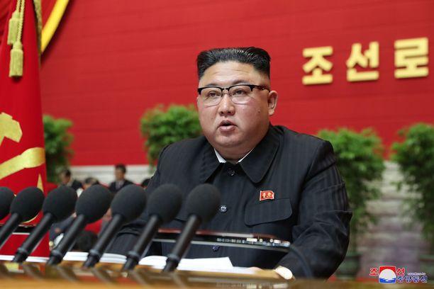 Pohjois-Korean johtaja Kim Jong-un puhui puoluekokouksen avajaisseremoniassa Pjongjangissa.