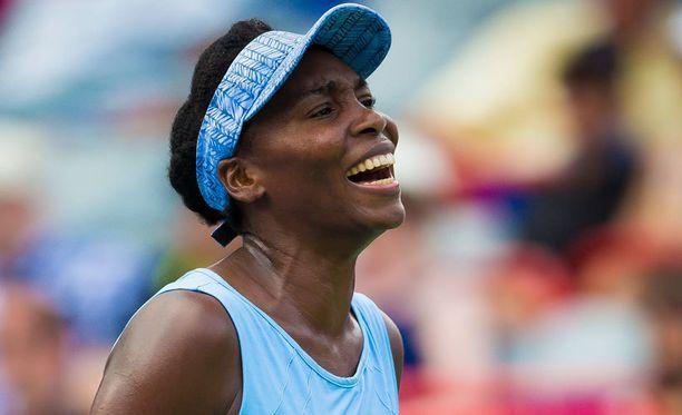 Venus Williams kohtaa sisaruksensa Serenan.