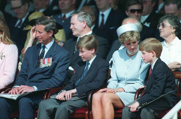 Diana oli läheinen poikiensa Williamin ja Harryn kanssa.