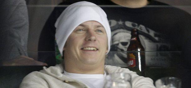 Kimi Räikkönen seurasi Leijonien peliä viime kevään MM-kisoissa.
