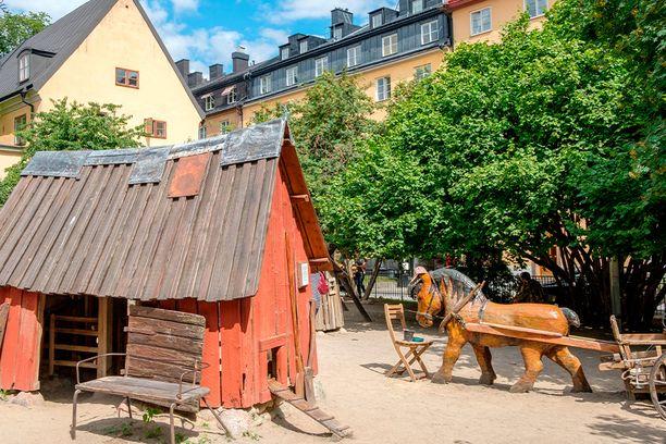 Bryggarträppanin 1800-luvun teeman mukainen leikkipuisto.