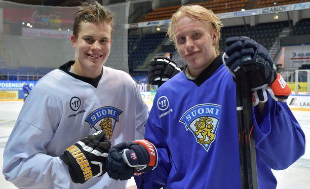 Jesse Puljujärvi (vas.) ja Patrik Laine uskovat pystyvänsä käsittelemään kovien odotusten tuomat paineet vuodenvaihteen MM-kotikisoissa.