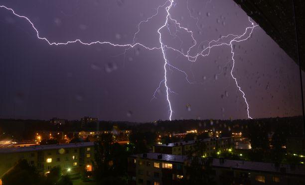 Tämä upea kuva otettiin Turun Ilpoisissa maanantaina noin kello 00.30.