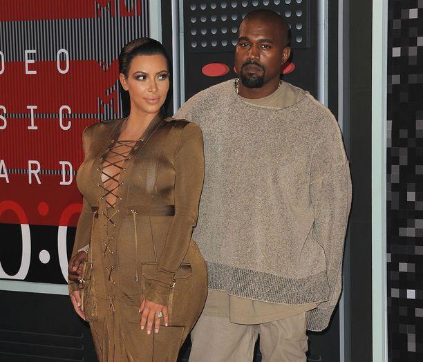 Kim Kardashian haluaa lastensa huoltajuuden.