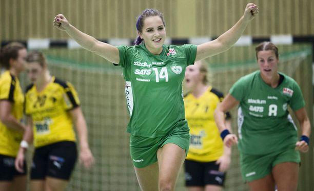 Linnea Claeson on käsipallossa muun muassa kahden eri ikäluokan maailmanmestari.