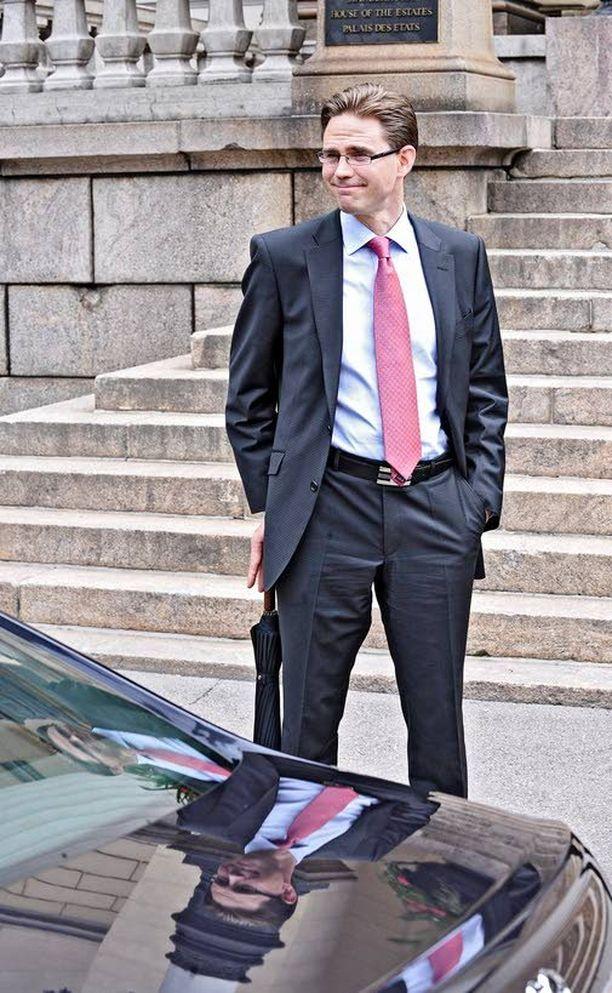 KANSAN TUOMIO Iltalehden teettämän tutkimuksen mukaan 43 prosenttia suomalaisista kertoo menettäneensä luottamusta pääministeri Jyrki Kataiseen viimeisen kahden viikon aikana.
