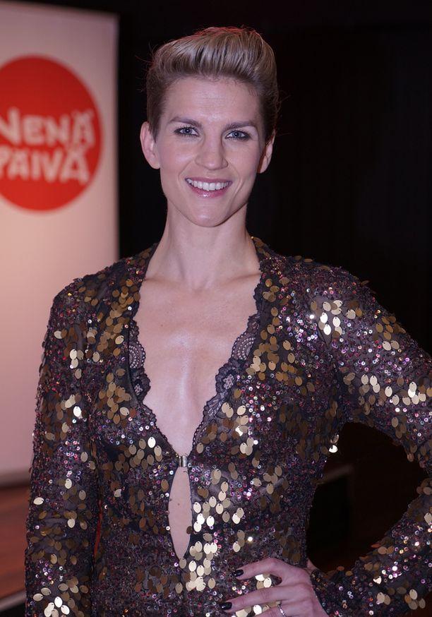 Maria Ylipää edusti Teemu Muurimäen upeassa juhla-asussa.